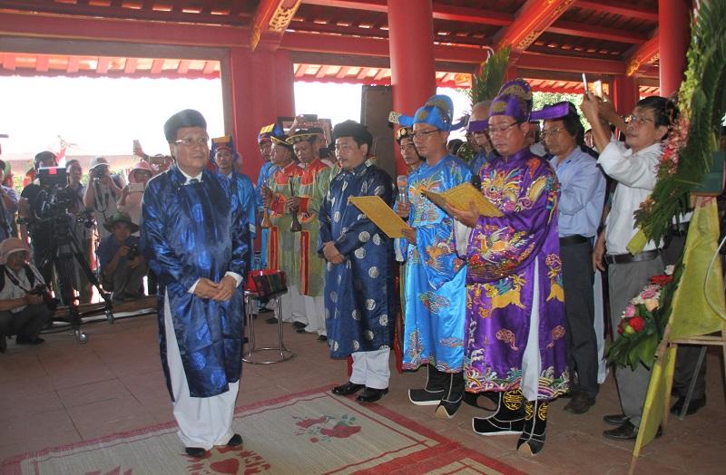 Phó Chủ tịch Thường trực UBND tỉnh Quảng Trị Hà Sỹ Đồng thực hiện các nghi lễ tại lễ khánh thành